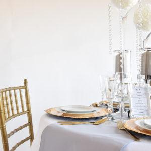 ozdoba stołu, kielich z różami, chiavari, kremowe róże