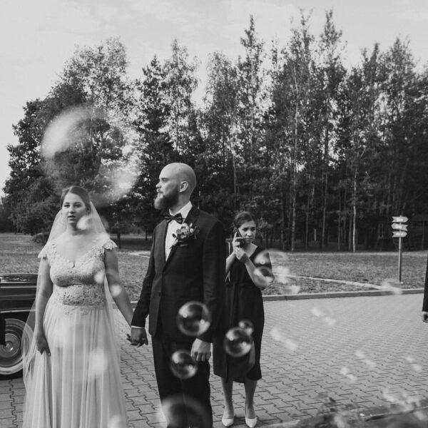 maszyna do baniek, bańki mydlane, dzieci na weselu