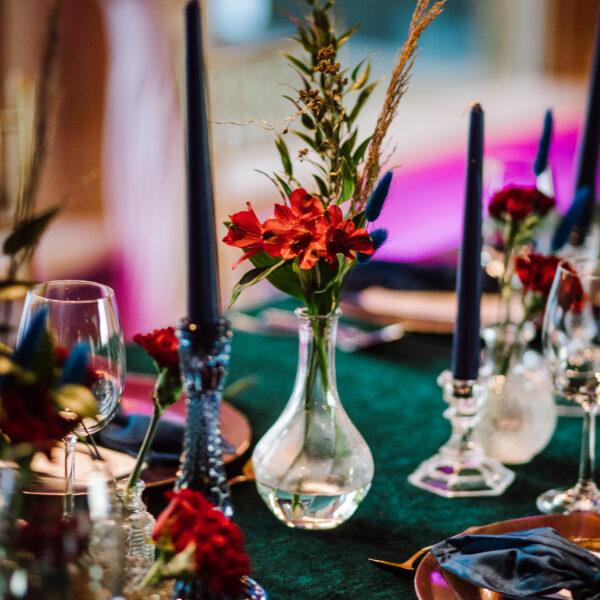 wazon szklany, szklane wazoniki, wazon, dekoracja stolu