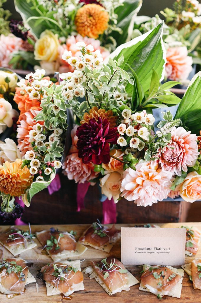 georginie, dalie, kwiaty na ślub