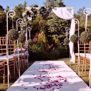 ślub w plenerze, plener, wesele w ogrodzie, ceremonia zaślubin, ślub cywilny, prabka ślubna, biały dywan, krzesła chiavari, wynajem