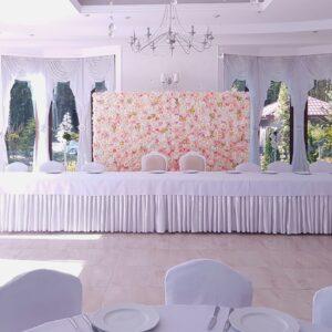 kwiaty, ściana, ścianka, ścianka kwiatowa, róże, piwonie, ślub, tło za młodą parą, dekoracja, dekoracja ślubna, ślub, wesele
