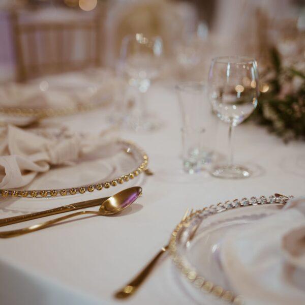 złote sztućće, sztućce, złoto na weselu, widelec, nóż