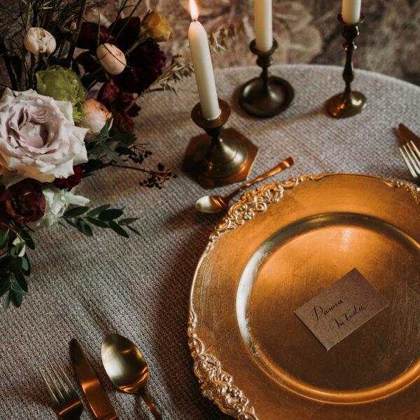 podtalerz, talerz ozdobny, złoty talerz