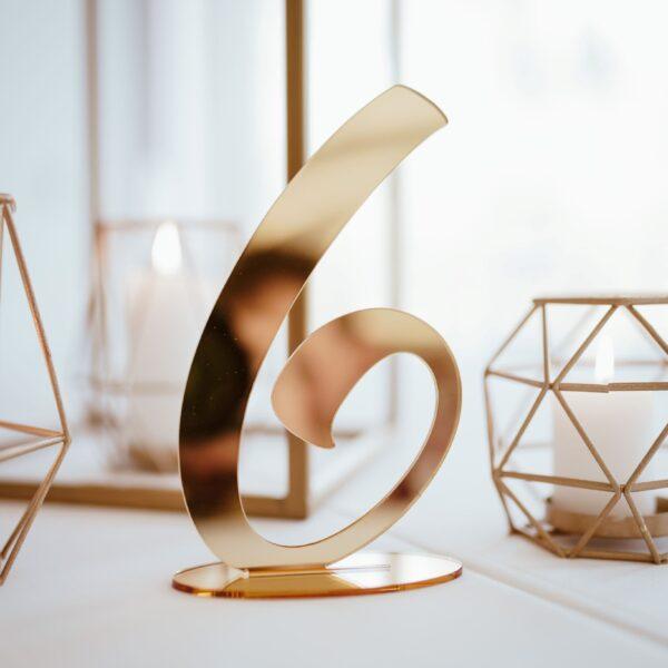 numery na stół, numeracja stołów, złote dodatki, usadzenie gości