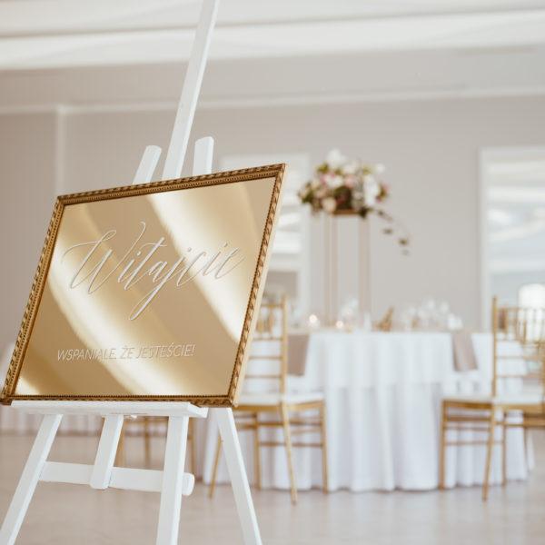 tablica powitalna, złote lustro, lustrzana tablica powitalna, tablica na sztaludze
