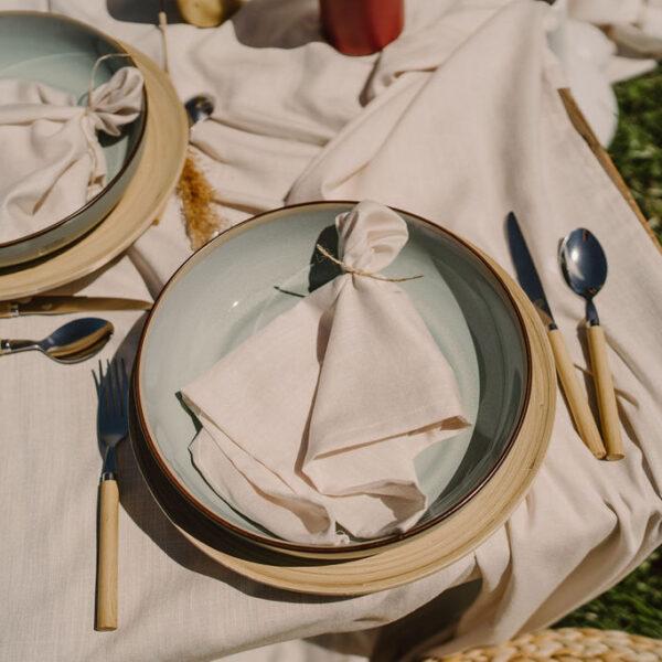 serwetki, dekoracja stołu, serwetki z materiału, beżowe serwetki