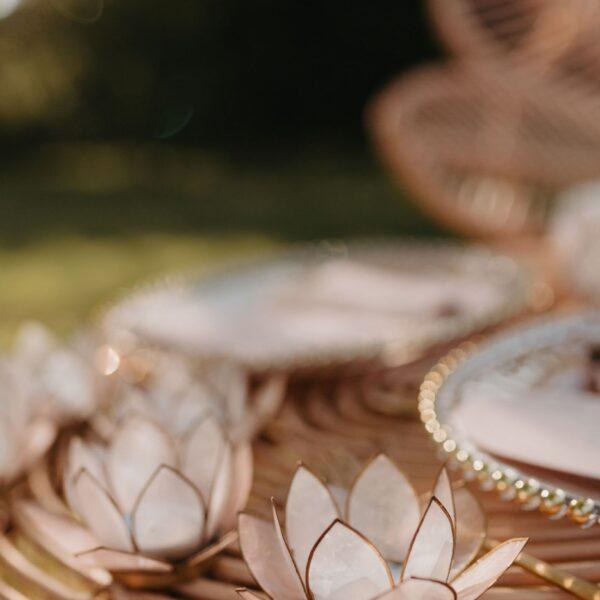 świeczniki, kwiat lotosu, świeczniki z masy perłowej, dekoracja stołu